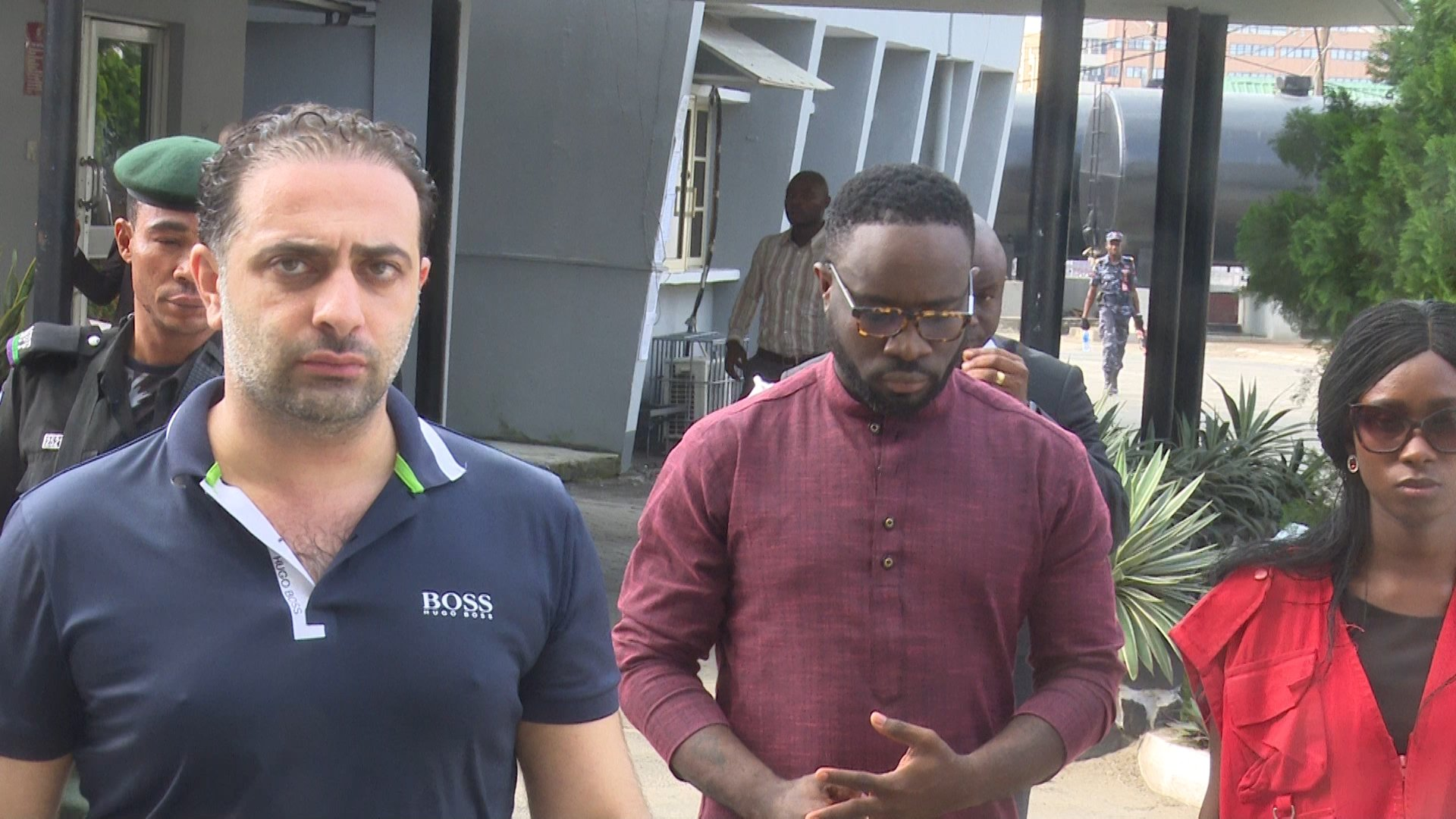 Drama as Nigerian Socialite Mompha gives EFCC deadline to apologize